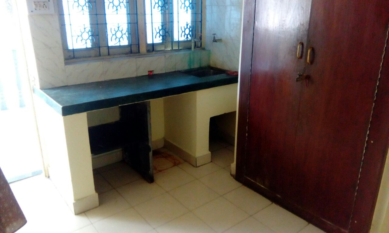 On 1st floor 1room kitchen attached lat/bath for rent 6000 at trimurti nagar