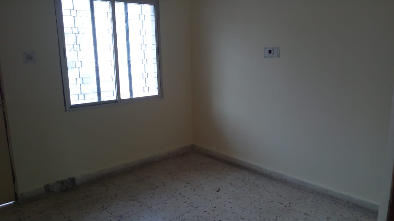 2bhk flat on 2nd floor 24hours security Alloted parking Ac for rent