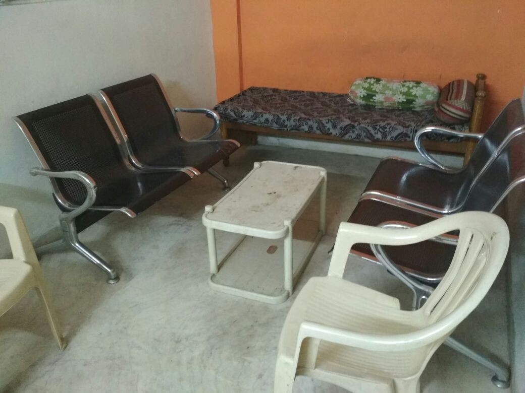 with wardrobe, modular kitchen , sofa set, 1bhk house on 1st floor available for rent 11000