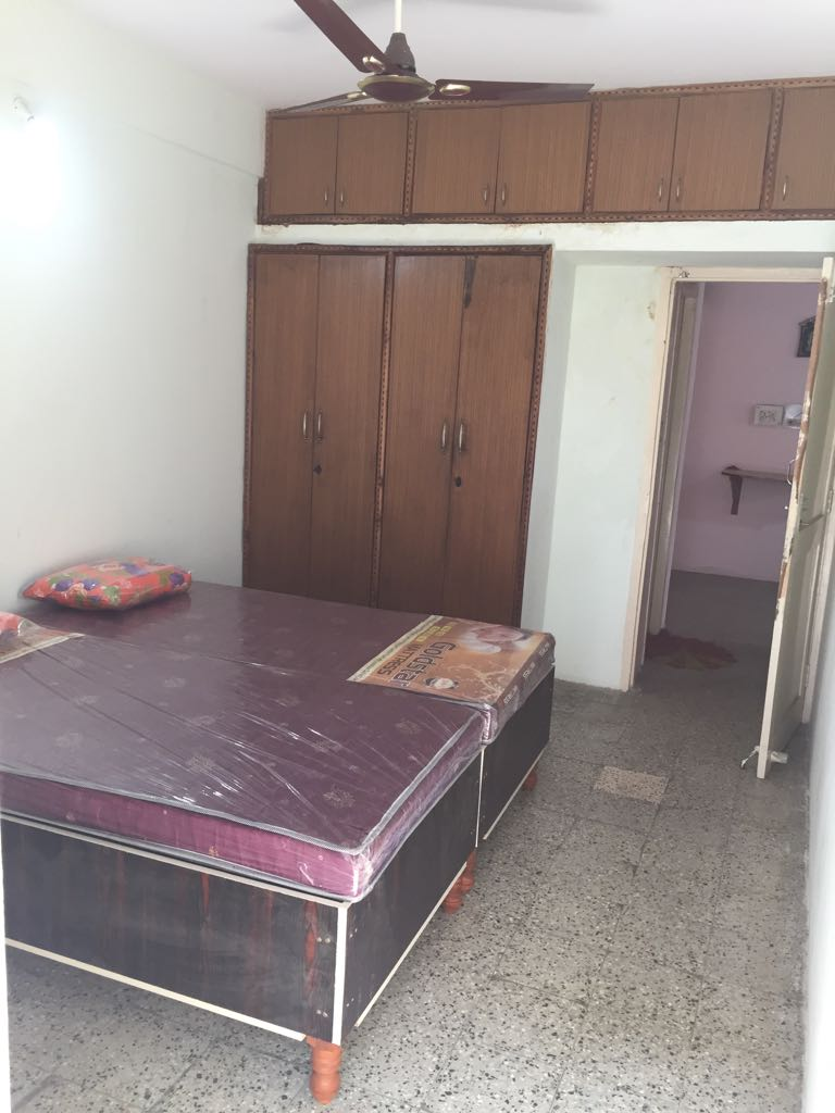 1 BHK SEMI FURNISHED FLAT WITH WARD ROBE , FRIDGE , DOUBLE BED