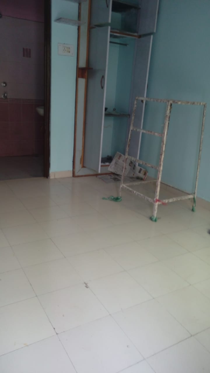 2bhk with wardobe , rent 14000 at chatrapati square.