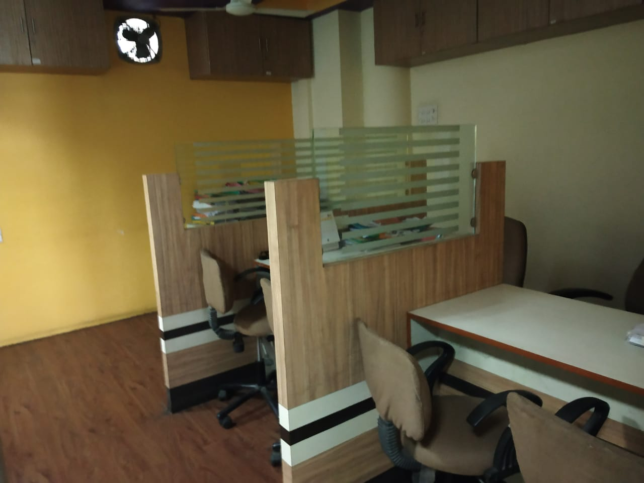 full furnished offices rent 60000 with all facility. in shrddhanand peth