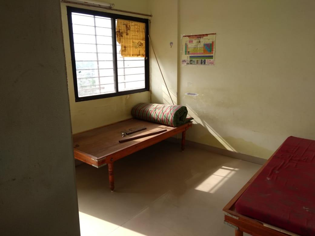on ground floor 1bhk posh house for rent with wardrobe ,bed ,attached lat/bath