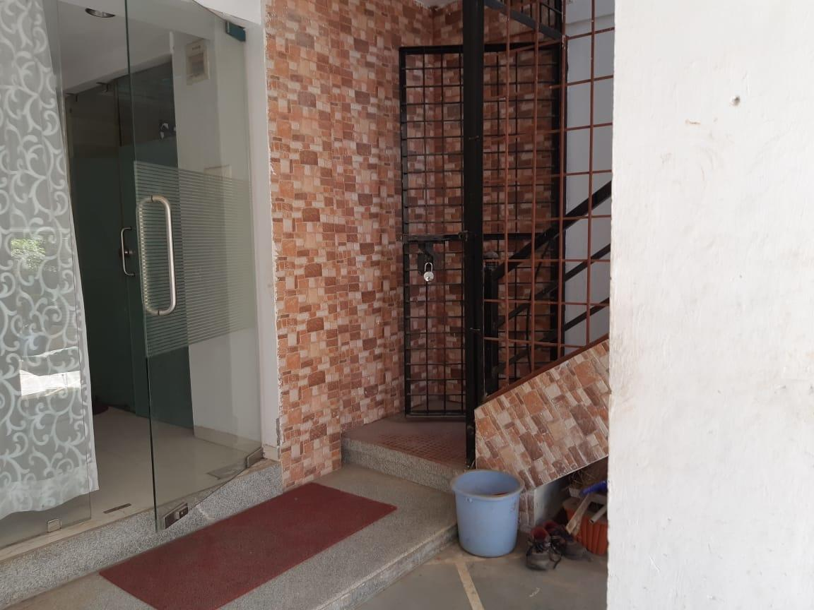 3bhk semifurnished duplex available for rent at Narendra nagar
