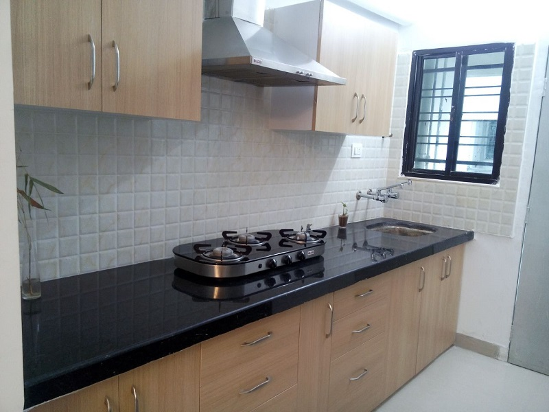 3bhk posh flat with all facility  for rent at rajiv nagar, with 24hours lift with backup ,modular kitchen, wardrobe in every room, flat is available for rent 20000 .