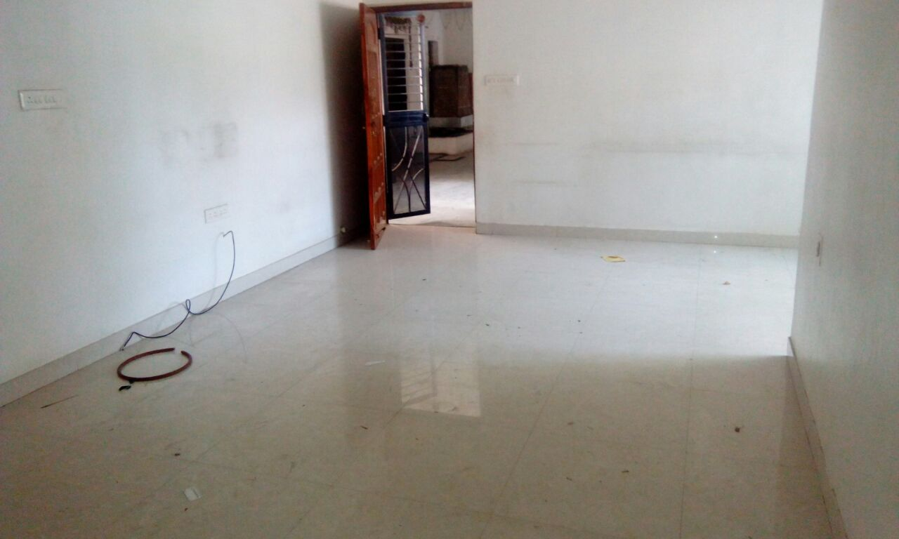 in godrej anandam 3bhk semifurnished flat , rent 30000 in ganeshpeth.
