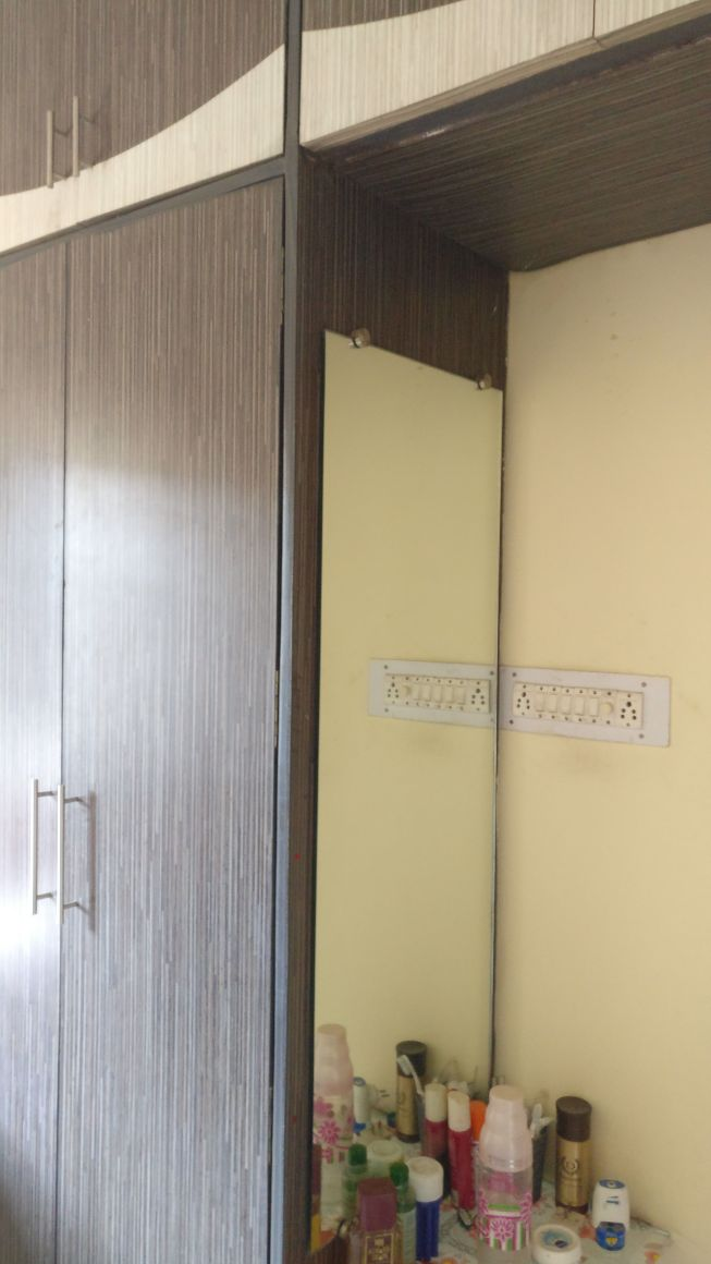 On 1st floor of house2bhk semifurnished , available for rent 20000 for office use or service officers ,